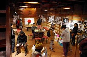古い民家や商家が残る善光寺の門前エリアには、古い建物をリノベーションしたカフェや宿が続々と誕生しています。リノベーション物件を巡るまち歩き企画では、長野での開業を考えているゲストさんが、開業へのイメージをふくらませていました。