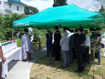 完成式での祈祷祭