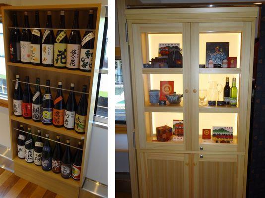 日本酒の棚(2両目)と飾棚(3両目)