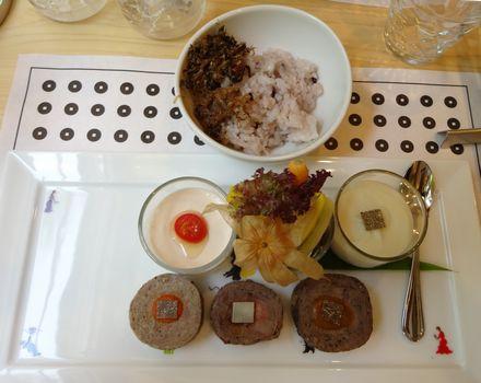ご飯とメイン料理
