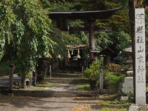 山家神社(一の鳥居から拝殿を望む)