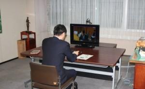 移動知事室WEB会議1 IMG_2502