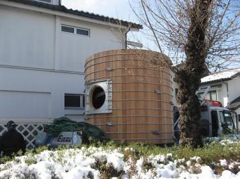 大きさは直径3m、長さ2.6m、約12tの材料が入ります。