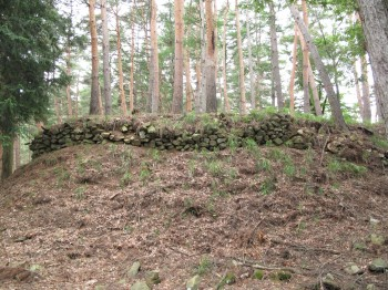 主郭を囲む石積み