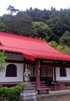 写真4峰山寺と進徳の森
