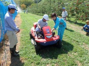 乗用草刈機:安全な操作を学びました。