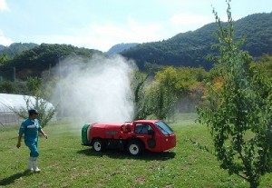 実習では農薬の代わりに水道水を散布しました。