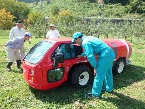 キャビン式スピードスプレヤーは車高が低く4WSで小回りができます。