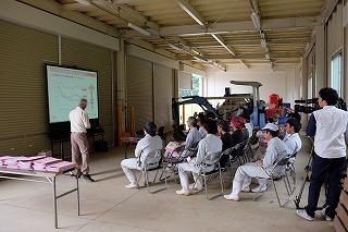 農機具庫特設教室でのスライド