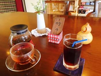 信州産の和紅茶と、オリジナルコーヒー (各350円)