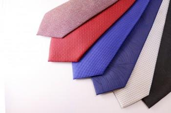 信州産シルクを使用した布施さんのネクタイ