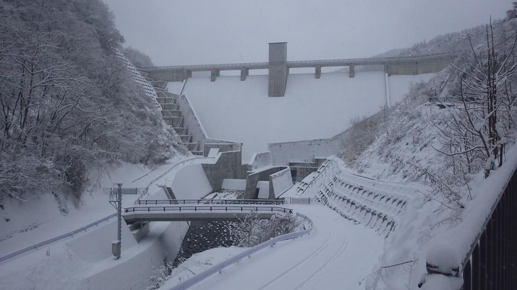 雪の浅川ダム1