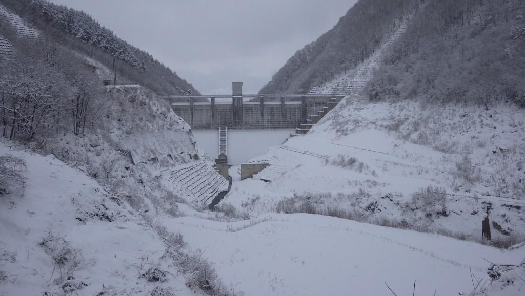 雪の浅川ダム2
