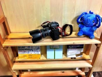 少年時代から、写真撮影や物を作ることも趣味だったという池尻さん。本棚も自作されたそうです。