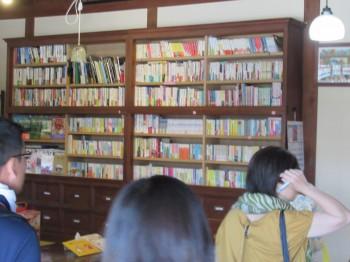 8まちじゅう図書館本棚