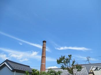 11青空と煙突