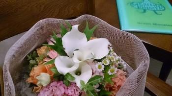 奥さんの好きなお花を入れた結婚記念日のプレゼント