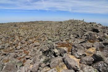 12.11岩が累々とした山頂部