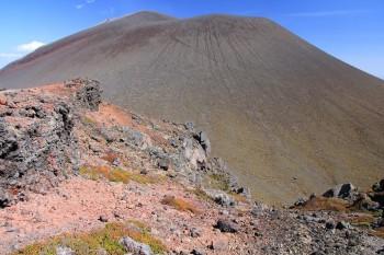 赤い鋸岳と浅間山