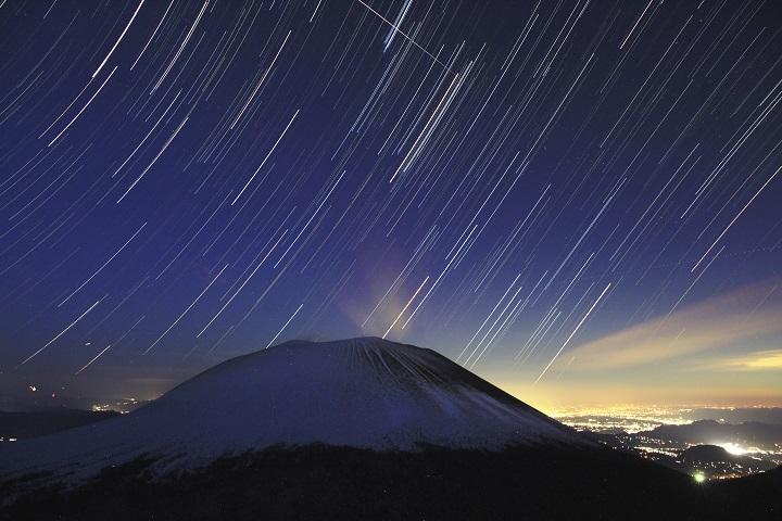 浅間山から昇る冬の星たち