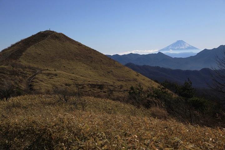 2017.12.07 11.45飯盛山と富士山の背比べ