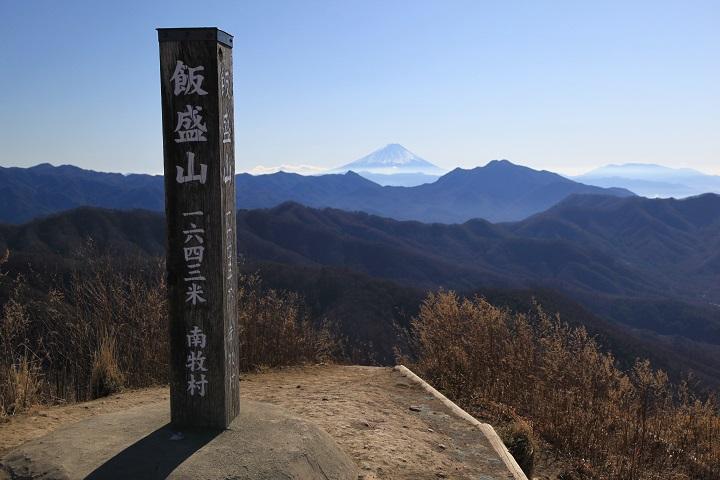 2017.12.07 11.26飯盛山山頂標(富士山)